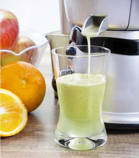 Slow Juicer entsaftet Obst und Gemüse